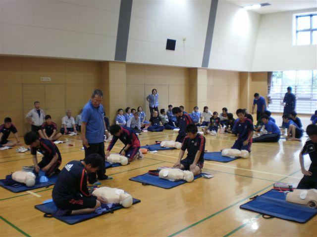 プール、トレーニングジム、フロント、FC東京、メンテナンス、清掃等各部署から大勢の方が参加しました!