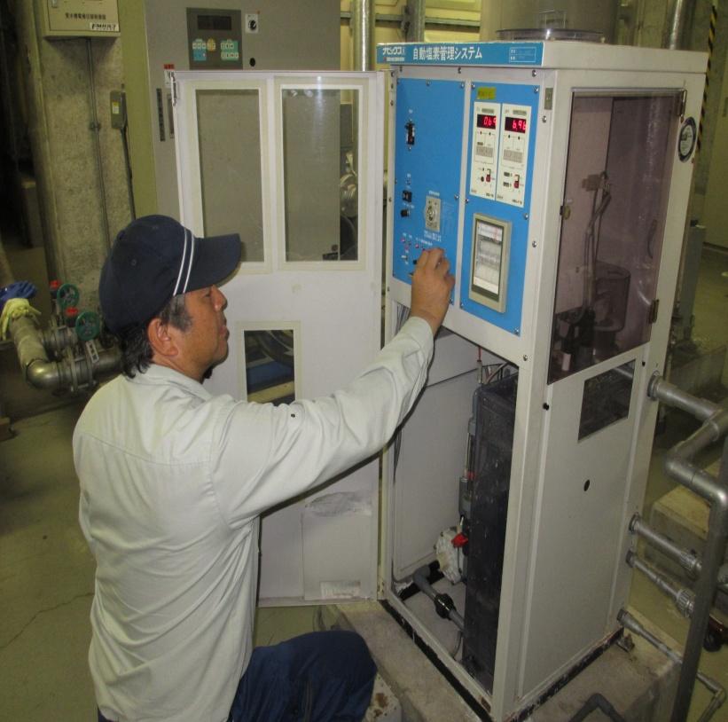自動塩素注入装置システム点検(プールに塩素が供給する事ができるように調整)
