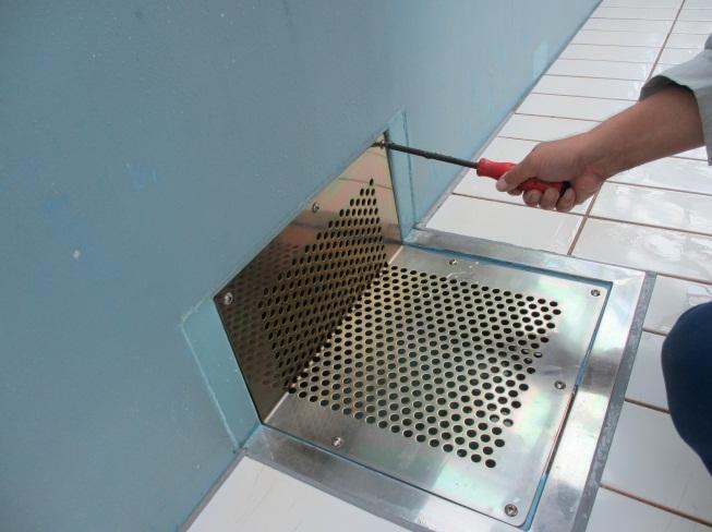排水口カバーの変形及び取付ボルトに 緩み等がないか点検します